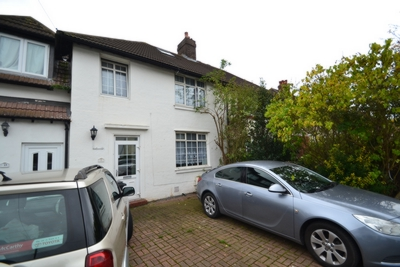 Leafy Oak Road  Three Bedroom House With Off Street Parking in Grove Park  SE12