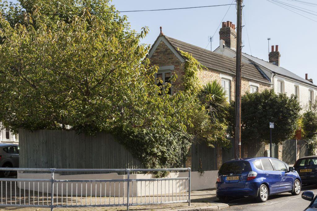 Brocklebank Road  Earlsfield  SW18