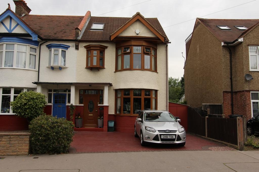 Ashburton Avenue  Croydon  CR0