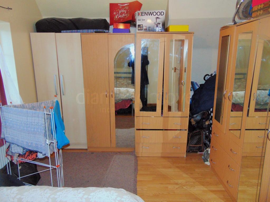Bedroom 1 (2) -