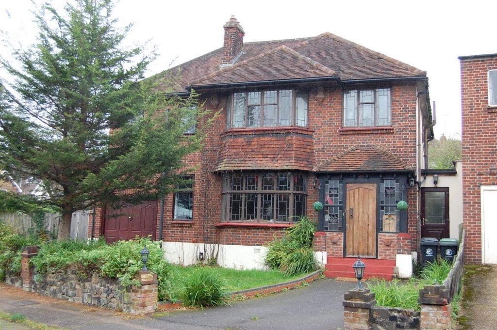 Starling Close  Buckhurst Hill  IG9