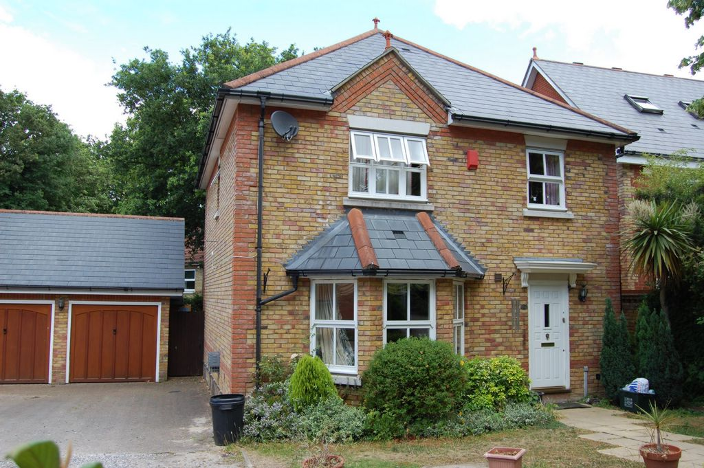 Whitehall Lane  Buckhurst Hill  IG9