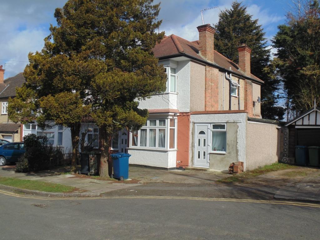 Courtfield Crescent  Harrow  HA1