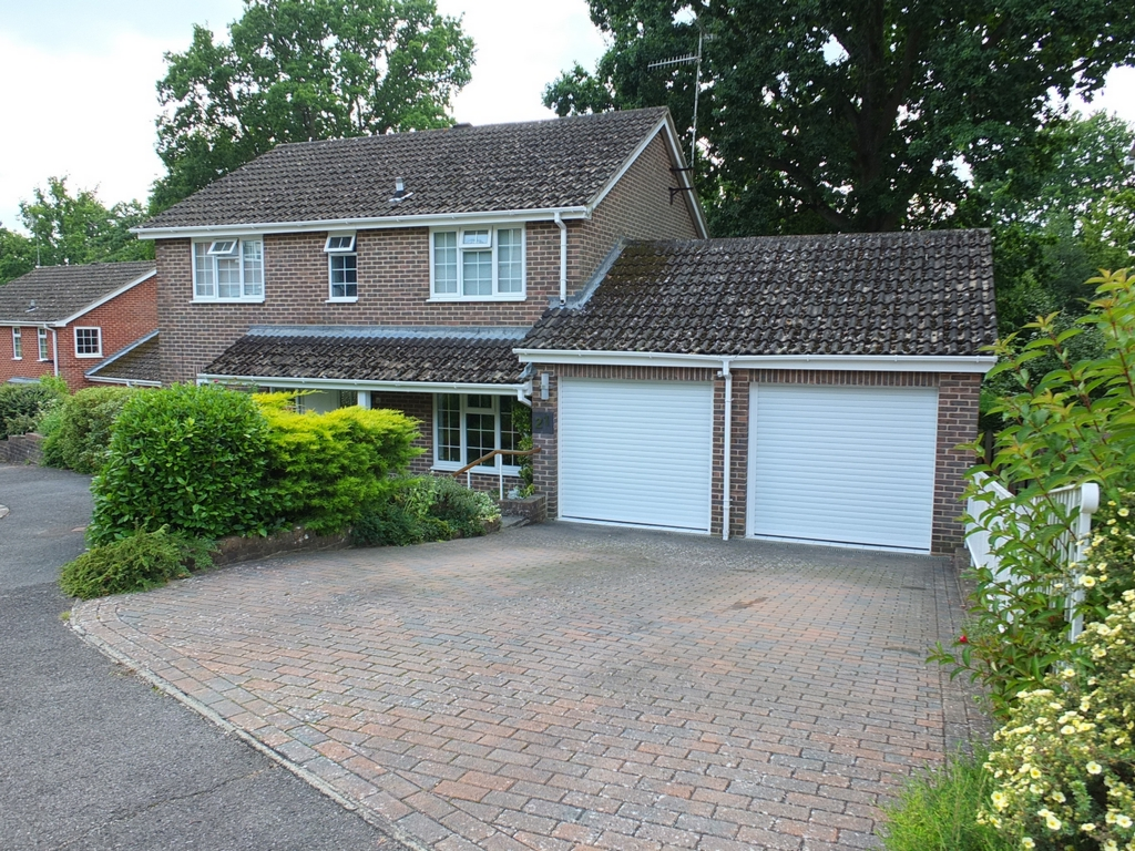 Portsmouth Wood Close  Lindfield  RH16