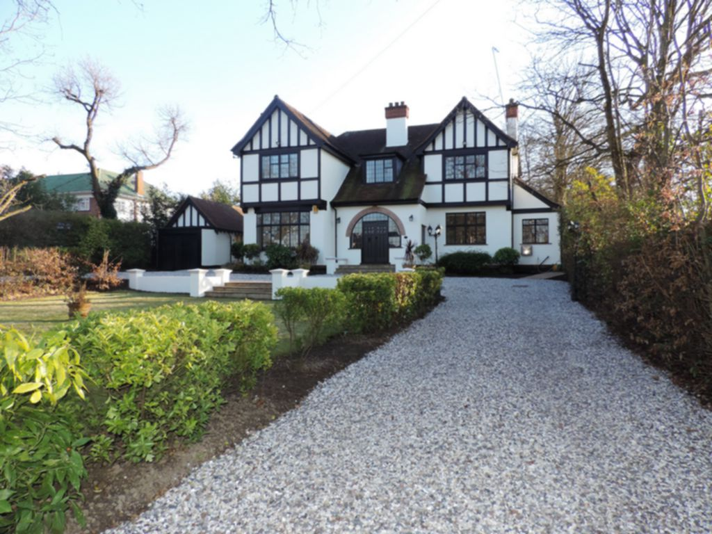 Manor Road  Chigwell  IG7