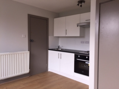 Studio to rent in Hillfield Road, West Hampstead, London, NW6