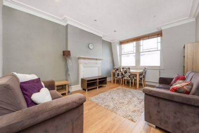 3 Bedroom Apartment to rent in Lyncroft Gardens, West Hampstead, London, NW6