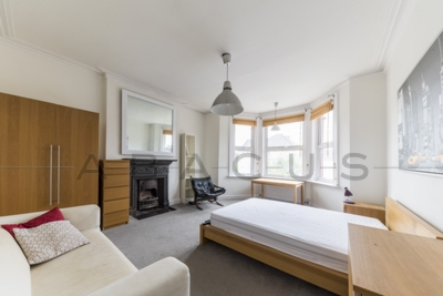 2 Bedroom Flat to rent in Ebbsfleet Road, Kilburn, London, NW2