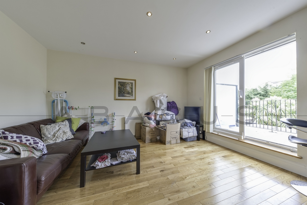 3 Bedroom Flat to rent in West Hampstead, London, NW2