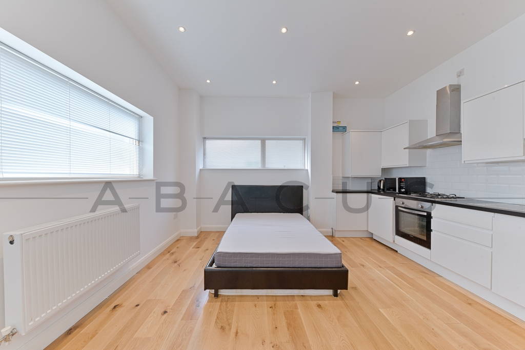 Flat to rent in West Hampstead, London, NW6
