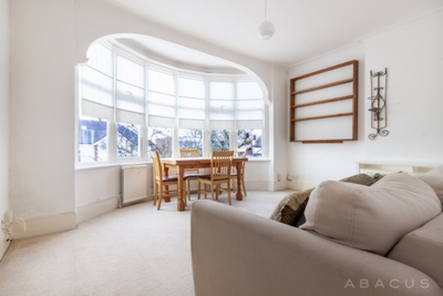 2 Bedroom Flat to rent in Holly Park, Finchley Central, London, N3
