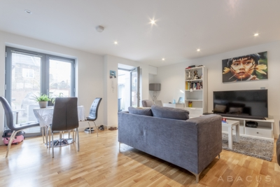 2 Bedroom Flat to rent in Hawthorn Road, Willesden Green, London, NW10