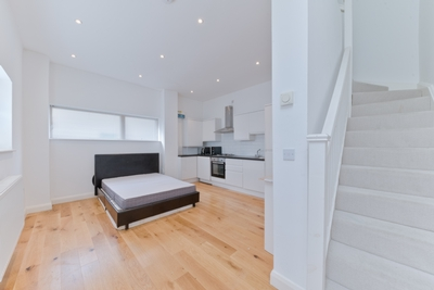 Studio Flat to rent in Rose Joan Mews, West Hampstead, London, NW6