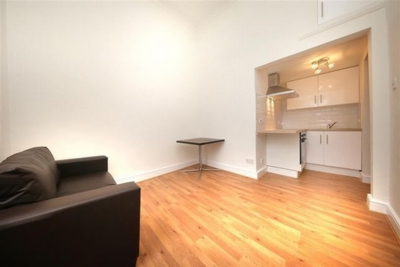 Flat to rent in West End Lane, West Hampstead, London, NW6
