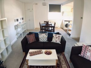 2 Bedroom Flat to rent in Broadhurst Gardens, West Hampstead, London, NW6