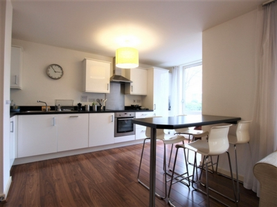 3 Bedroom Flat to rent in Clayponds Lane, Brentford, London, TW8