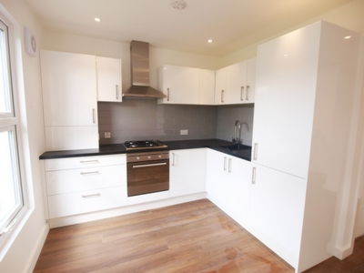 1 Bedroom Flat to rent in Coningham Road, Shepherds Bush, London, W12