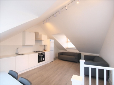 3 Bedroom Flat to rent in Hornsey Road, Islington, London, N19