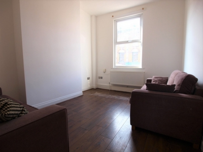 4 Bedroom Flat to rent in Blackstock Road, Highbury, London, N5