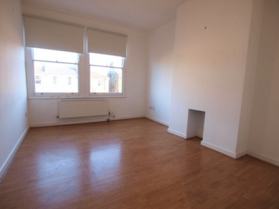 2 Bedroom Flat to rent in Junction Road, Archway, London, N19