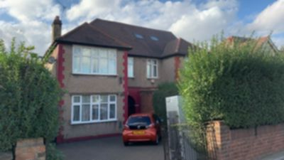 Bedsit to rent in North Circular Road, Neasden, London, NW10