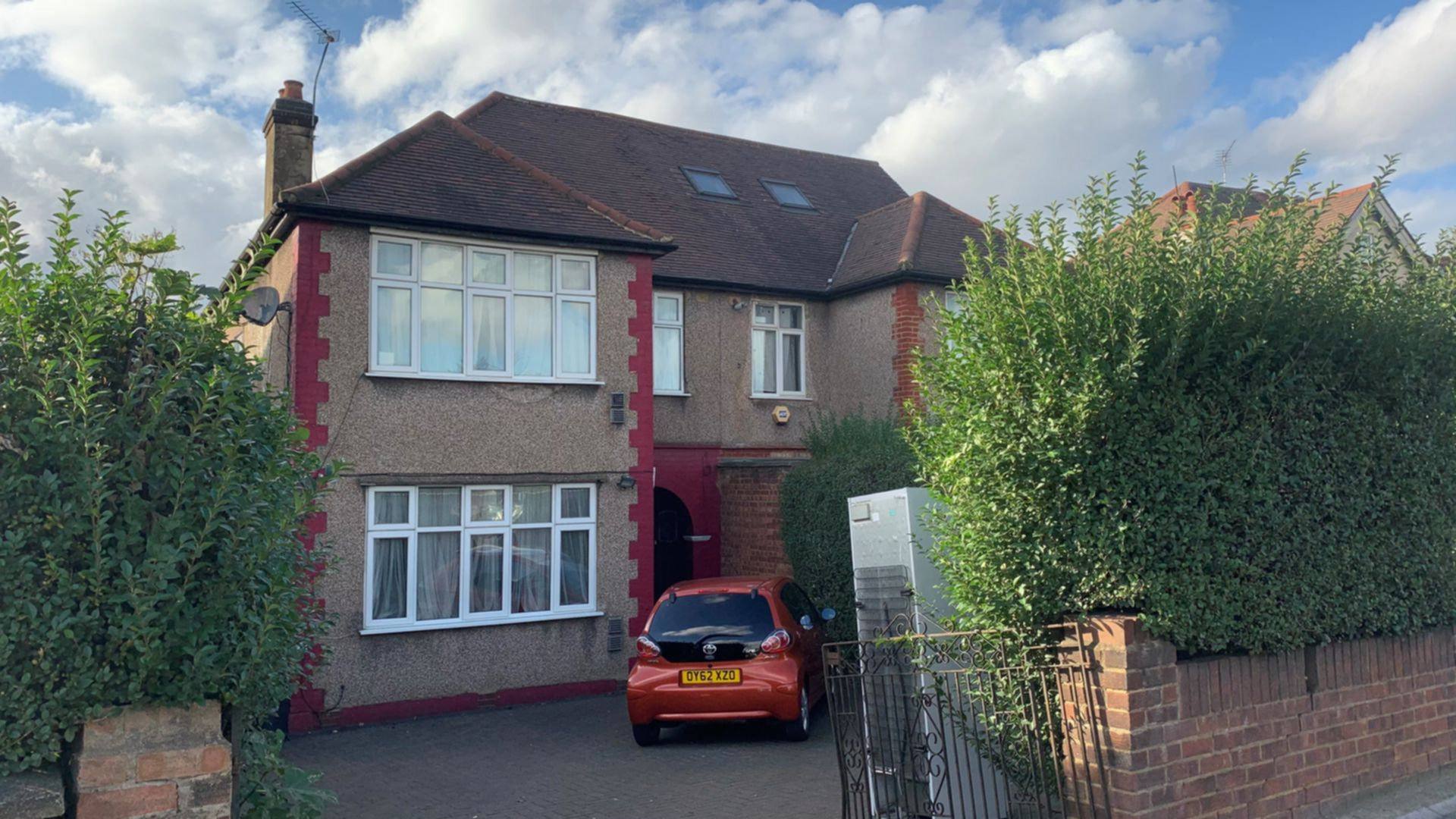 Bedsit to rent in Neasden, London, NW10
