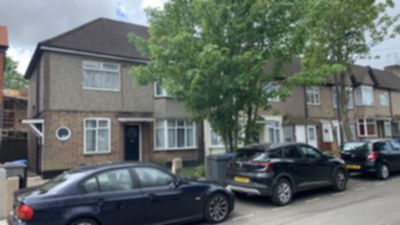 3 Bedroom 3 Bed Flat to rent in Beech Way, Harlesden, London, NW10