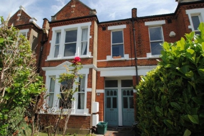 3 Bedroom Flat to rent in Trinity Road, Wimbledon, London, SW19