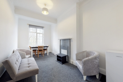 3 Bedroom Flat to rent in Archway Road, Highgate, London, N6
