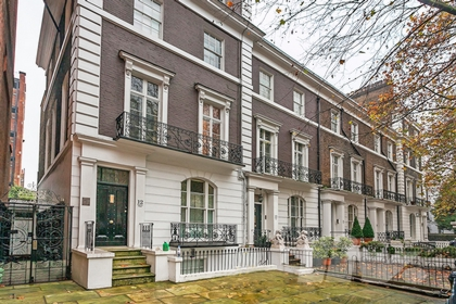1 Bedroom Flat to rent in Thurloe Place, Kensington, London, SW7