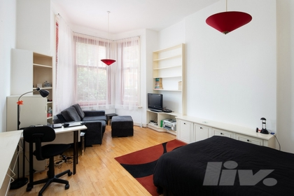 Studio Apartment to rent in Greencroft Gardens, South Hampstead, London, NW6