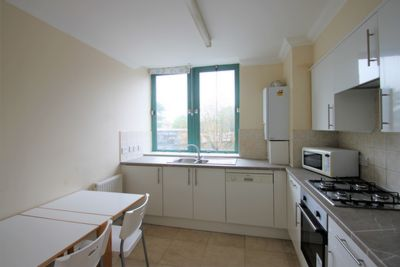2 Bedroom Apartment to rent in Shoot Up Hill, Kilburn, London, NW2