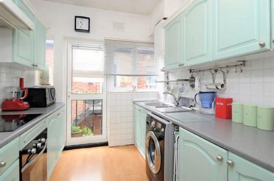 3 Bedroom Flat to rent in Chandos Road, Willesden Green, London, NW2