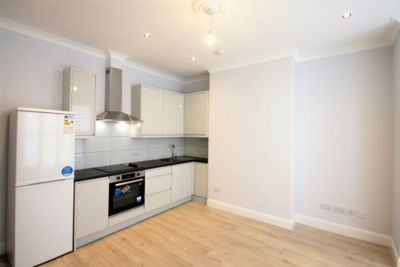 2 Bedroom Flat to rent in Oaklands Road, Cricklewood, London, NW2