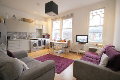4 Bedroom Flat to rent in Harberton Road, Archway, London, N19