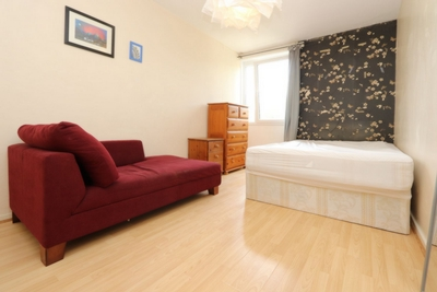 Double room - Single use to rent in Hitchin Square, Bow, London, E3