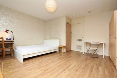Double Room to rent in Hitchin Square, Bow, London, E3