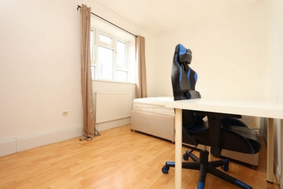 Double room - Single use to rent in Ashcombe House, Devons Road, Bromley by Bow, London, E3
