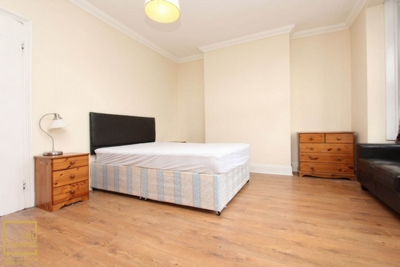 Double Room to rent in Manchester Road, Canary Wharf, London, E14