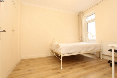 Double room - Single use to rent in Alexandra Road, Wood Green, London, N8