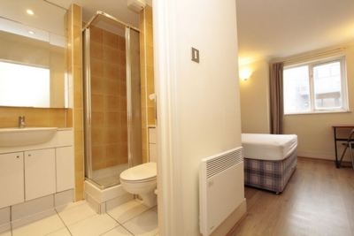 Ensuite Double Room to rent in 126 Duckett Street, Stepney Green, London, E1