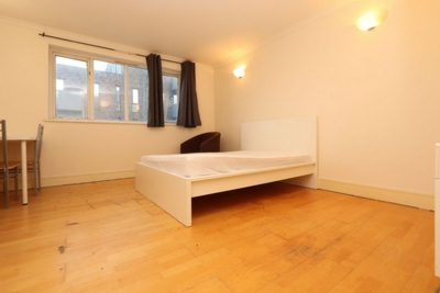 Double Room to rent in 126 Duckett Street, Stepney Green, London, E1