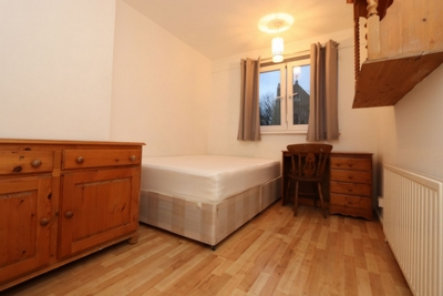 Double room - Single use to rent in Donegal House,Cambridge Heath Road, Bethnal Green, London, E1