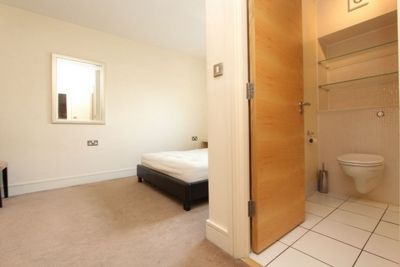 Ensuite Single Room to rent in Larch Court, 2 Royal Oak Yard, Borough/London Bridge, London, SE1