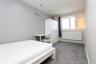 Double room - Single use to rent in Brayford Square, Shadwell, London, E1