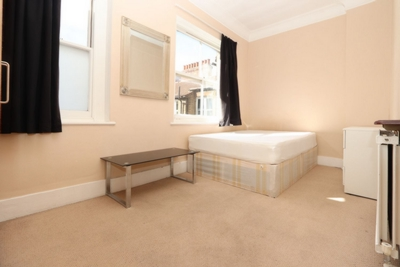 4 Bedroom Double room - Single use to rent in Ashburnham Mansions, Ashburnham Road, Fulham Broadway, London, SW10