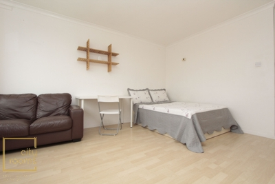 Double Room to rent in Siege House, Sidney Street, Whitechapel, Shadwell, London, E1