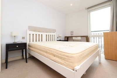 Ensuite Double Room to rent in Chaplin Apartments, Sylvester Path, Hackney Central, London, E8
