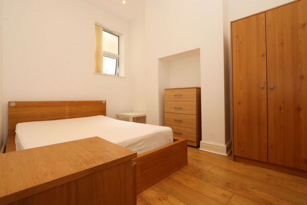Double room - Single use to rent in Crossharbour,South Quay, London, E14