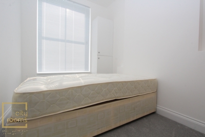 Double room - Single use to rent in Westwick Gardens, Shepherd's Bush, London, W14